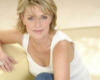 milf picture wallpapers women cleavage amanda tapping milf celebrity
