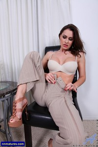 milf porn photo galleries milf galleries nora noir from anilos attachment