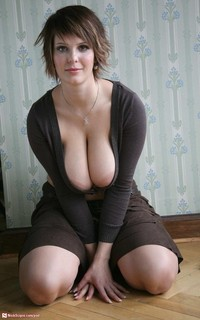 milf with pics pod media milf cleavage miles beautiful rich huge