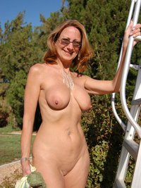 milfs mom sex galleries topless voyeur outdoor milf free tapes manhattan beach mom club