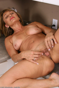 milfs moms matures large hghwnjn jyd allover cleaning kitchen mature milf mom solo