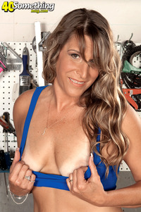 milfs of porn lonely wife getting naked garage see more milf porn pictures hunter