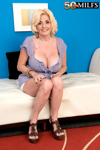 milfs porn pic busty blonde milf gets mounted