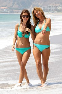 mom bikini pics audrina patridge mom lynn looks sexy their matching bikinis
