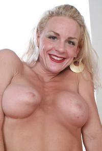 mom hot naked tits porn kelly one hot mom who looks great naked photo