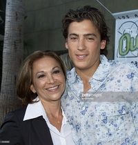 mom lesbian photos andrew keegan his mom lana premiere broken hearts picture detail news photo