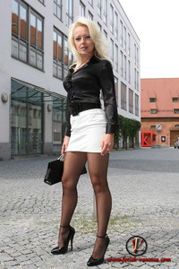 mom pantyhose pic