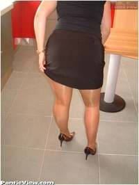 mom pantyhose pic pantyhose upskirt mom znn