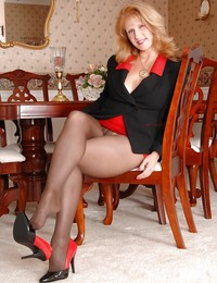 mom pantyhose pictures
