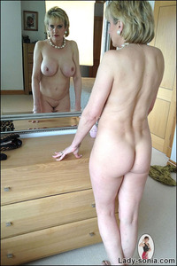 mommy nude pic old but tight mommy gets all nude