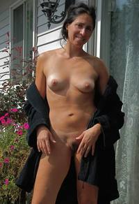 moms & tits galleries beautiful moms demonstrates theirs tits