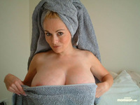 moms & tits busty mom after shower removing tits entry