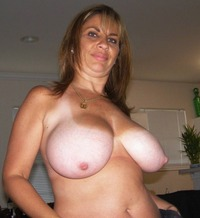 moms & tits hun busty amateur moms pics chubby boobs hamster