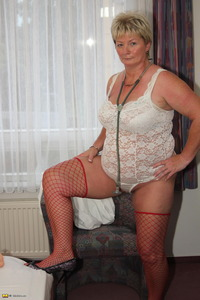 moms milf mature edc cool photosets moms like fuck milf mature page