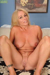 moms pussy pic pics blonde cougar crystal taylor dildos older pussy