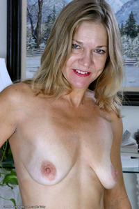 moms tits photos page