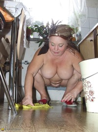 naked granny images granny cleaning kitchen white naked ass blonde all