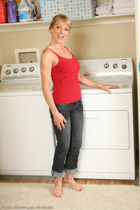 Right amateur housewife doing laundry nice pussy!