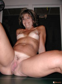 naked mommy pic tei tanlined mommy spreading