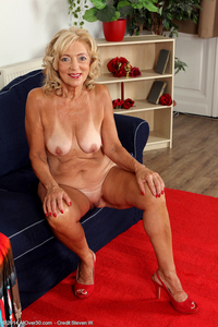 naked older women porn kam year old wife kamilla putting very sexy strip show here