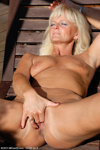 naughty sex mom mom gets tan satisfaction