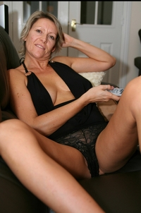 nude moms pictures