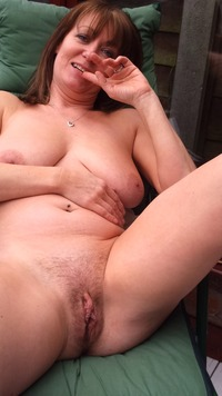 older milf pussy pics iexaq mature milf showing pussy asshole thong beach