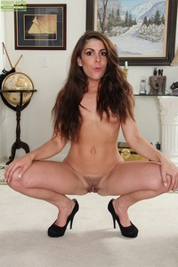 older milf pussy pics milf porn karups older women italian annabelle genovisi exposes trimmed pussy