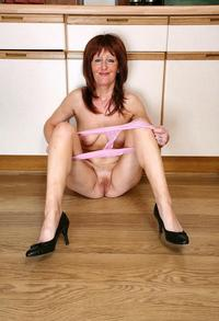 older moms porn pictures masturbation porn older mom jani naked kitchen photo