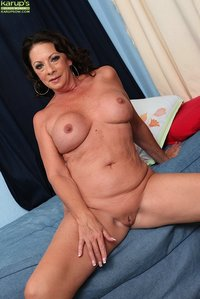 older pussy galleries gallery pic karupsow sey mature woman margo sullivan playing older pussy