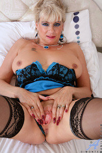 older pussy galleries dimonte busty mature spreads cougar pussy