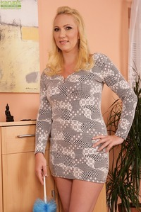 older pussy photos galleries karups older women busty caroline spreads pussy