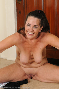 older pussy photos milf porn all over after long workout tia stretches mature pussy