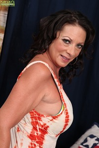 older pussy picture scj galleries gallery sexy mature woman margo sullivan playing older pussy