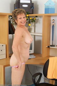 older woman porn galleries jud year old judy from milfs displaying off hairy beaver