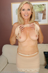pantyhose pictures mature blonde pantyhose mature milf hot show from wrinkled granny