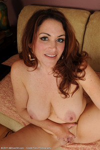 photo of milf rya freckles