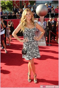 pictures of sexy mothers connie britton wenn wives mothers are sexy too espy red carpet