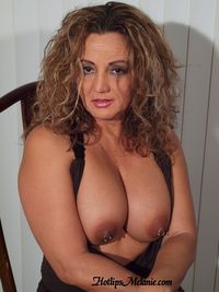 sexy latina mom pics hot sexy latina milf hotlips melanie deep cleavage