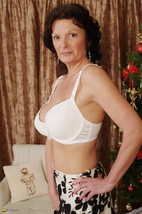 sexy mature mom gallery gal mature mom masturbate under christmas tree pics sexy albums knixon mommom http older net media
