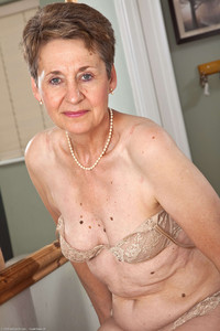 sexy mature moms gallery fetish porn mature dee granny sexy moles escort home