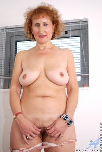 sexy mature xxx pics anilos galleries naomi xxx mature redhead gallery self admiration