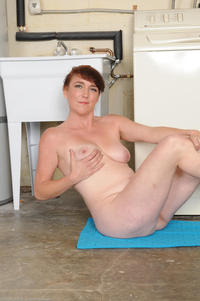 sexy mom sex pic photo large sexy mom alone laundry room free gilf pics