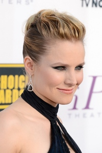 sexy photo milf moviehotties news gallery kristen bell critic hollywood celebrities gossip one super sexy milf annual critics choice movie awards