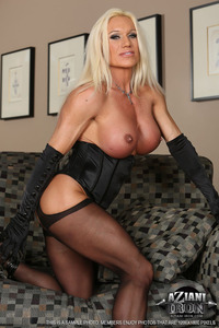 sexy photo milf milf aziani iron sexy bodybuilder stocking tease corset stockings updates