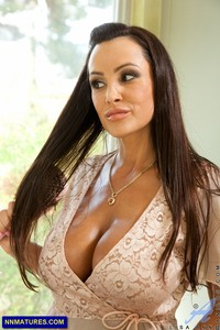 sexy photo milf lisa ann sexy milf pics next door kayla synz looks great dress
