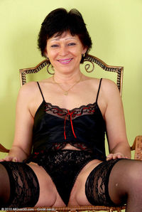 sexy pic mature daf mature woman sexy black lingerie