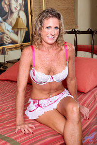 sexy pic mature tits sexy mature lady son