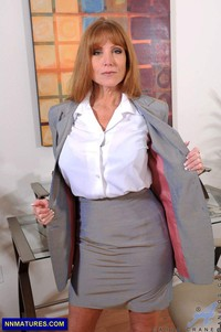 sexy pics mom darla crane sexy soccer mom boobs