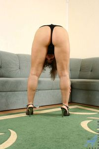 ass mature picpost thmbs sexy ass mature woman bent over thong pics
